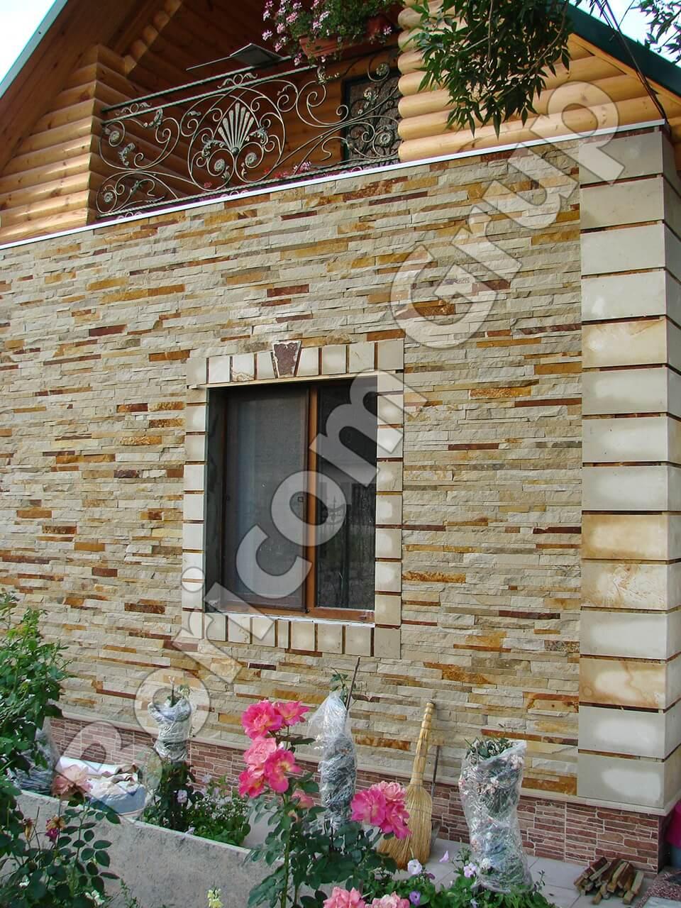 Фасад дома из натурального камня